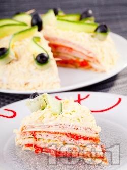 Най-вкусната солена палачинкова торта с лютеница, майонеза, шунка, кашкавал и кисели краставички - снимка на рецептата